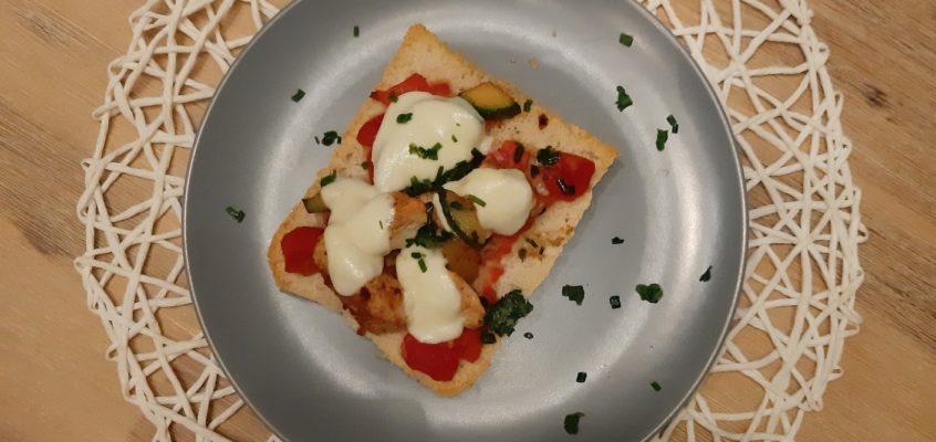 Leichte Ciabatta Pizza  mit Putenfleisch